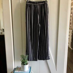 ✨New✨Petite Striped Fluid Wide Leg Pants Size L